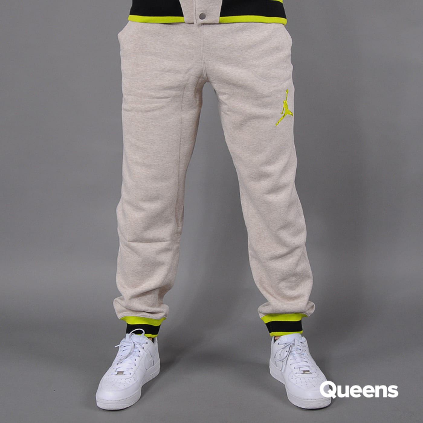 7bf0c3271f63a6 Tepláky Jordan Varsity Sweatpants (547696-080) – Queens 💚