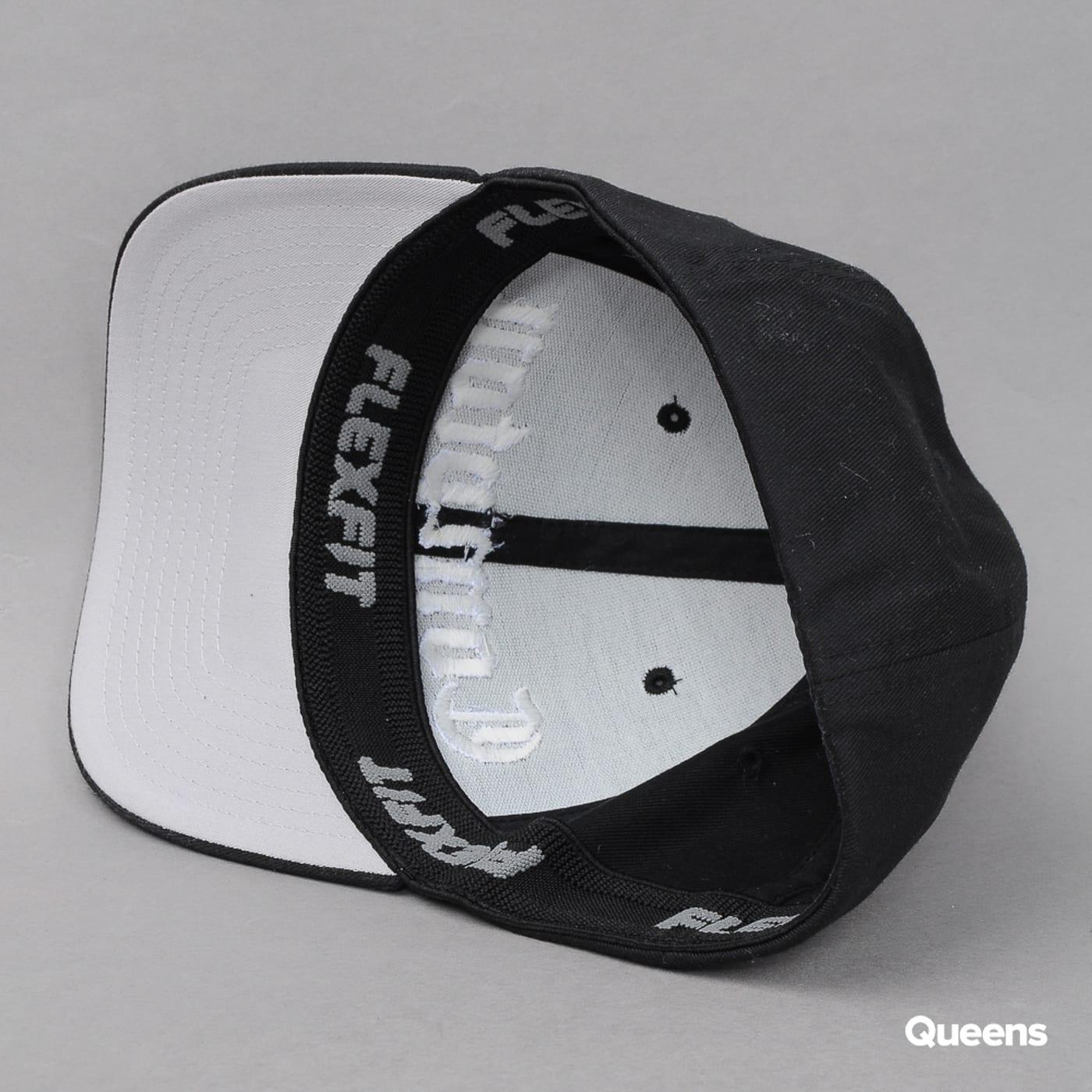 Urban Classics Compton Curved Cap čierna / biela