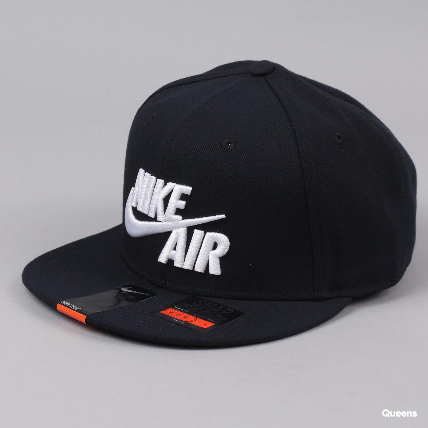 get cheap 42d3f 97954 Snapback Nike Air True - EOS black   white (805063-010) – Queens 💚