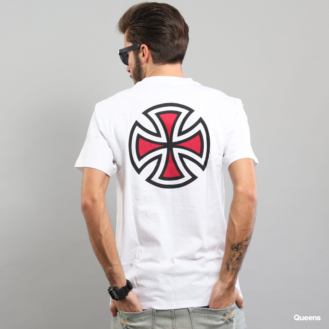 INDEPENDENT Bar Cross Tee biele