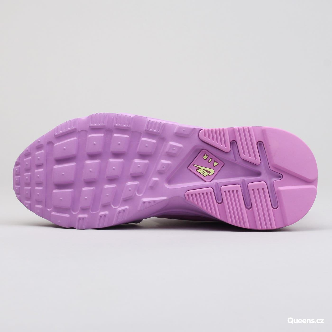 62fa7ac7f39 ZvětšitZvětšitZvětšitZvětšitZvětšit. Nike WMNS Air Huarache Gladiator QS  fuchsia glow ...