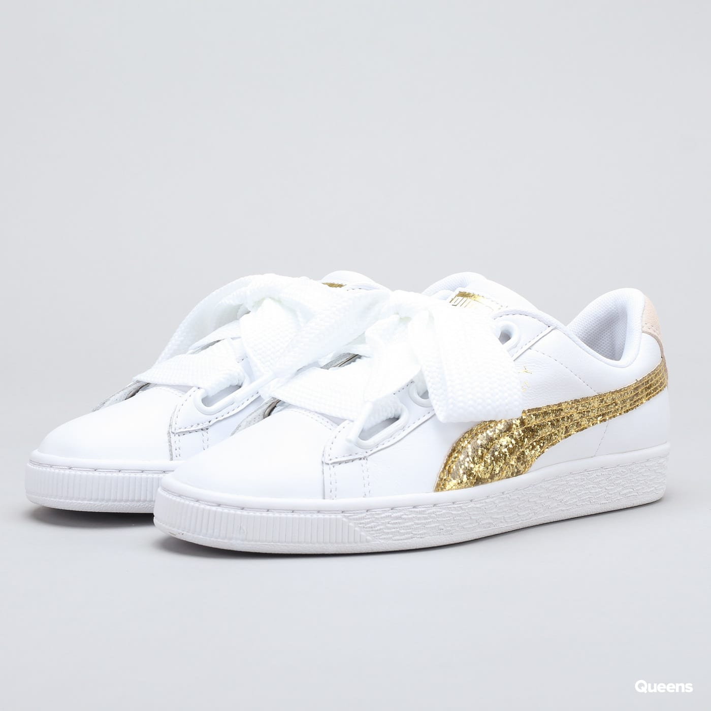 99ed9e9ab87 Puma Basket Heart Glitter Wn s (364078 01) – Queens 💚