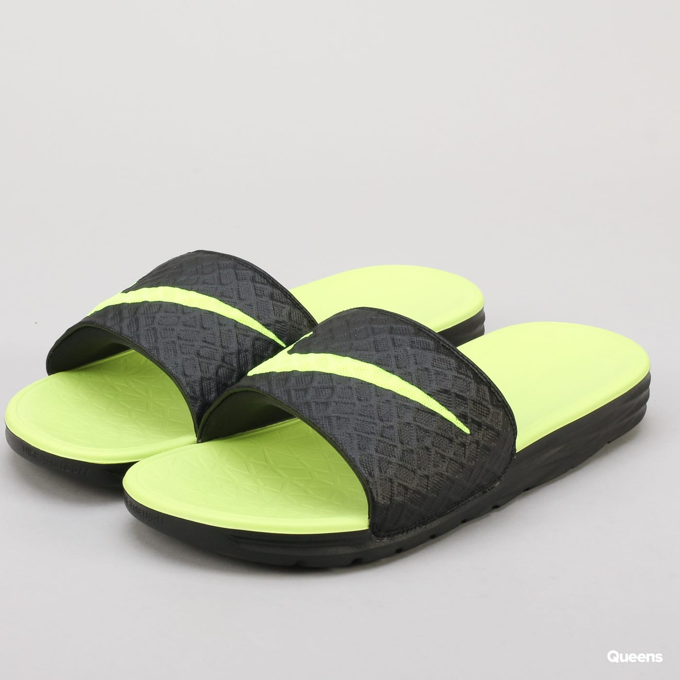 81806ac3f014 Nike Benassi Solarsoft (705474-070)– Queens 💚
