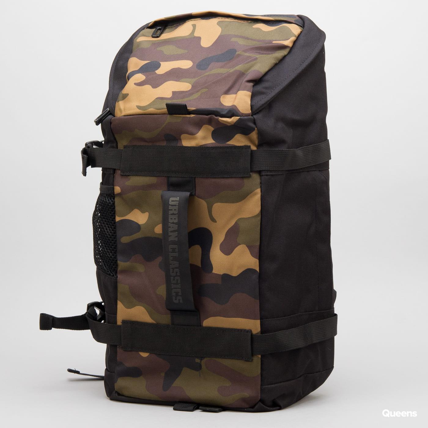Urban Classics Traveller Backpack čierny / camo zelený