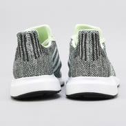 adidas Swift Run aergrn / ftwwht / cblack