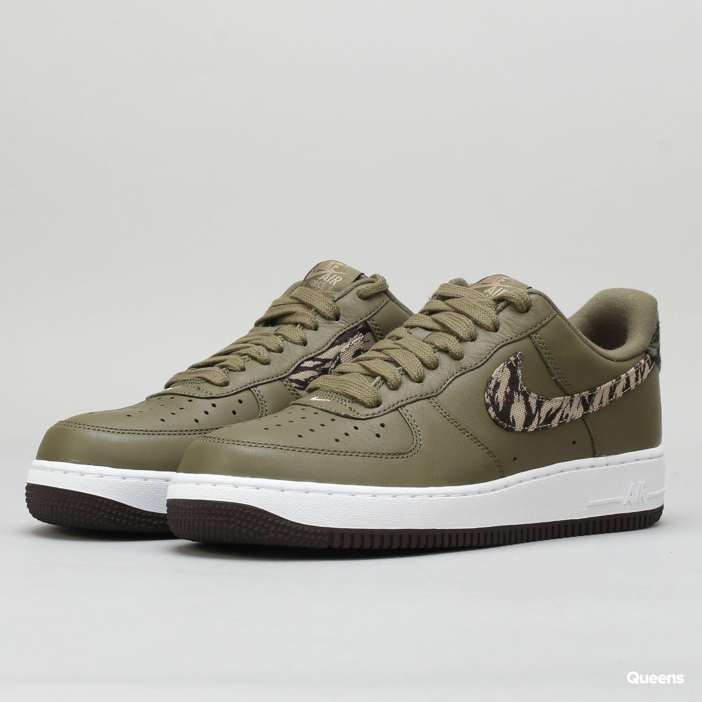 Obuv Nike Air Force 1 AOP Premium (AQ4131-200)– Queens 💚 f2983e2b34