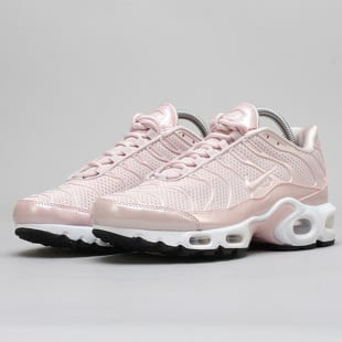 The WMNS Nike Air Max Plus Premium Gets The 'Barely Rose