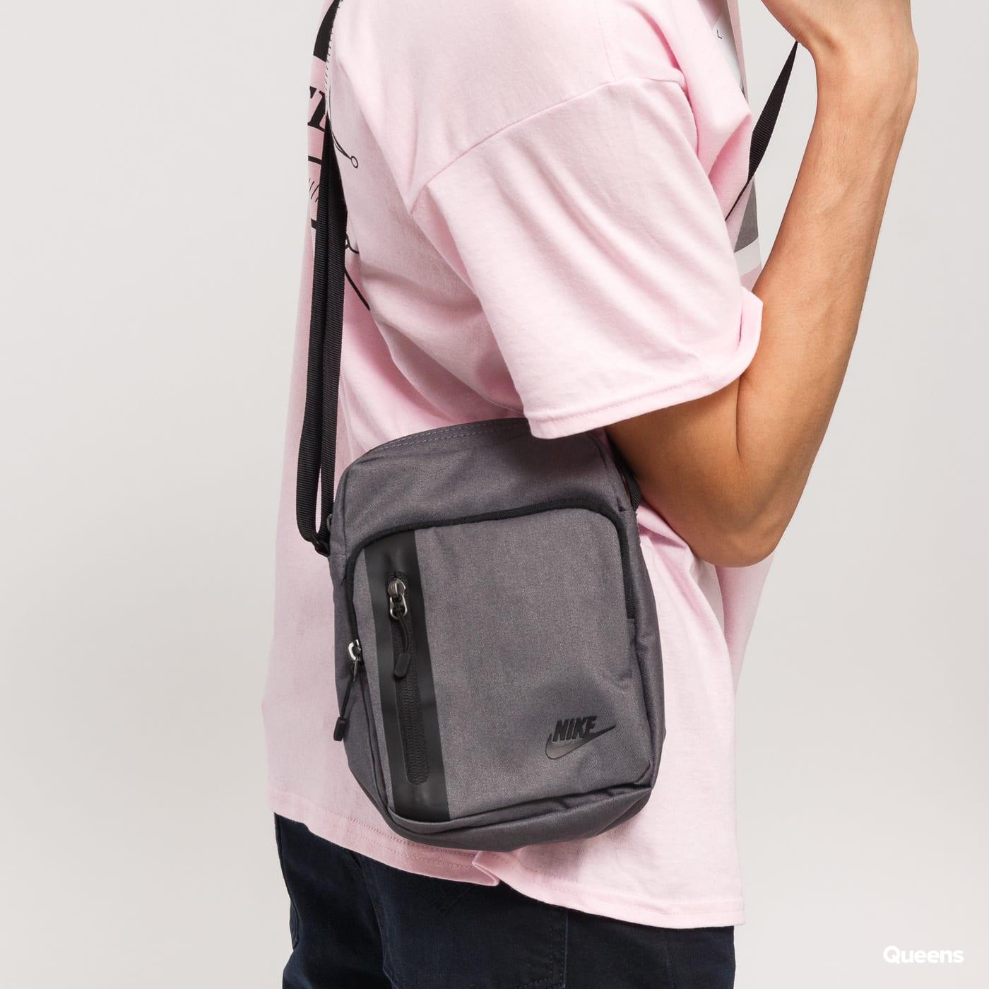 Taška Nike NK Tech Small Items (BA5268-021) – Queens 💚 f76f8fb6c90