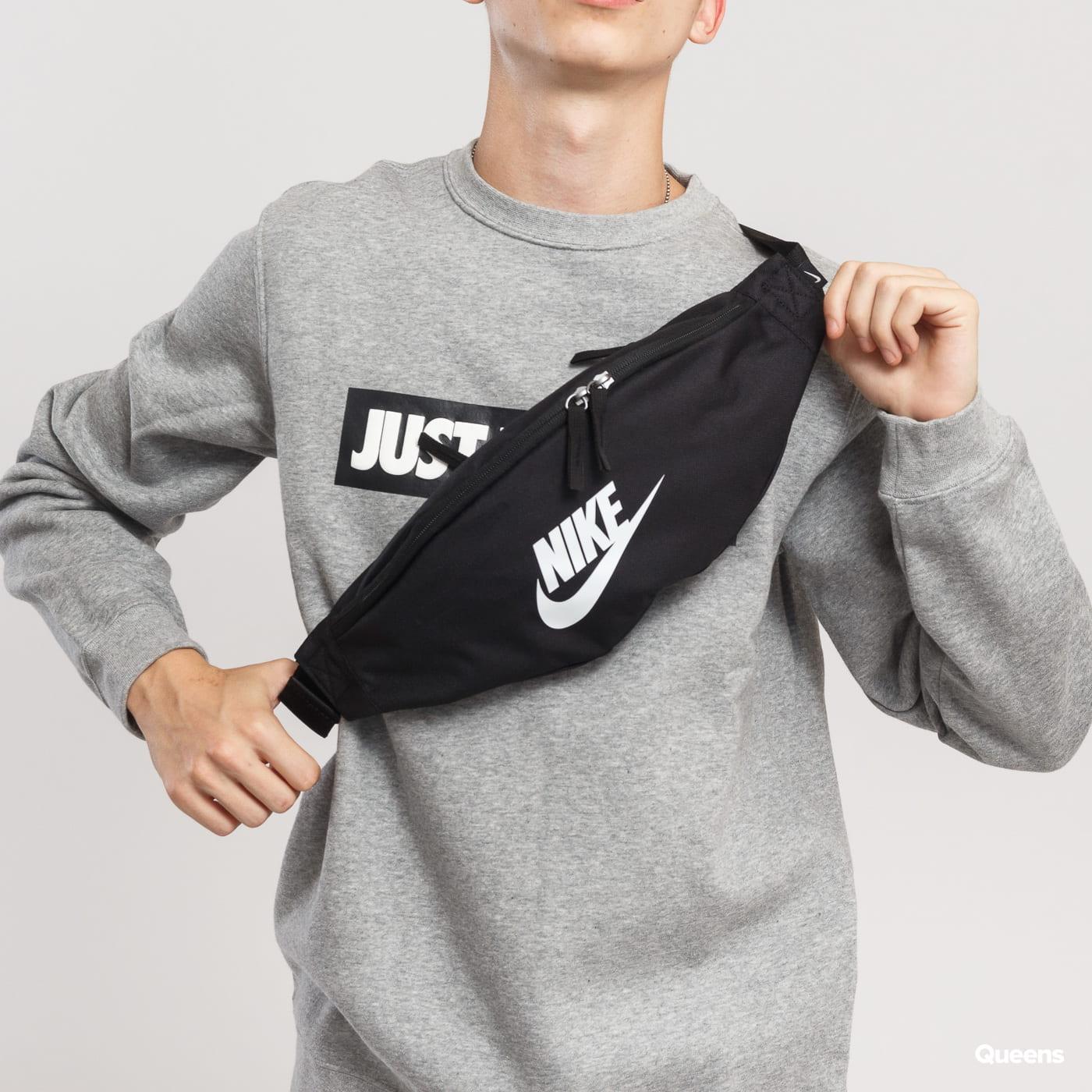 Nike Heritage Hip Pack čierna