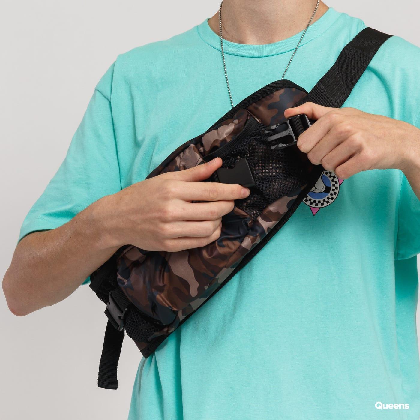 Urban Classics NYlon Hip Bag camo hnedá / čierna