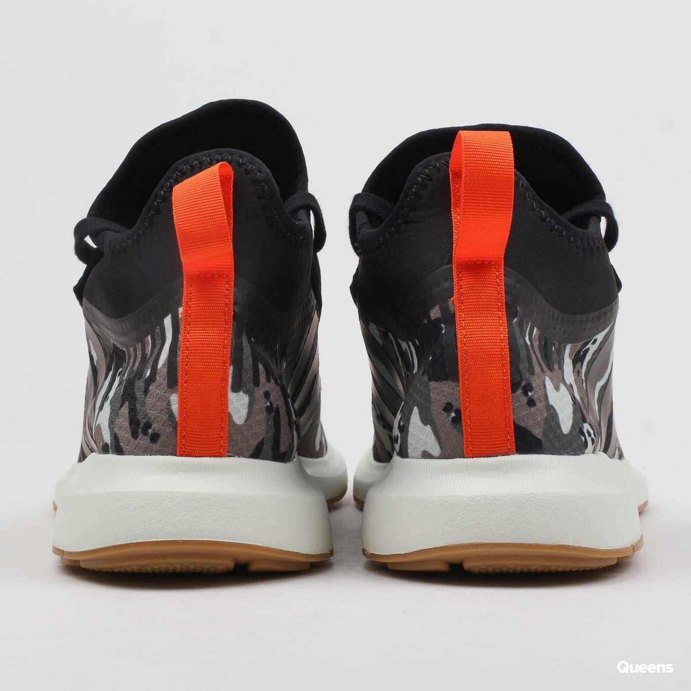 3304a261b8a17 Zoom in Zoom in Zoom in Zoom in Zoom in. adidas Originals Swift Run Barrier  ...