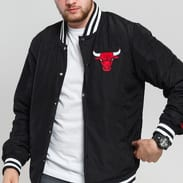 New Era NBA Team Apparel Bomber Chicago Bulls černá
