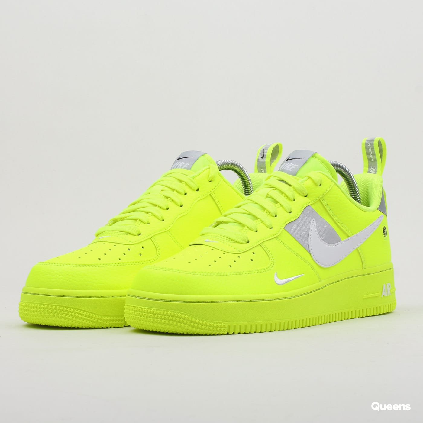 df38698cc06 Boty Nike Air Force 1  07 LV8 Utility (AJ7747-700) – Queens 💚