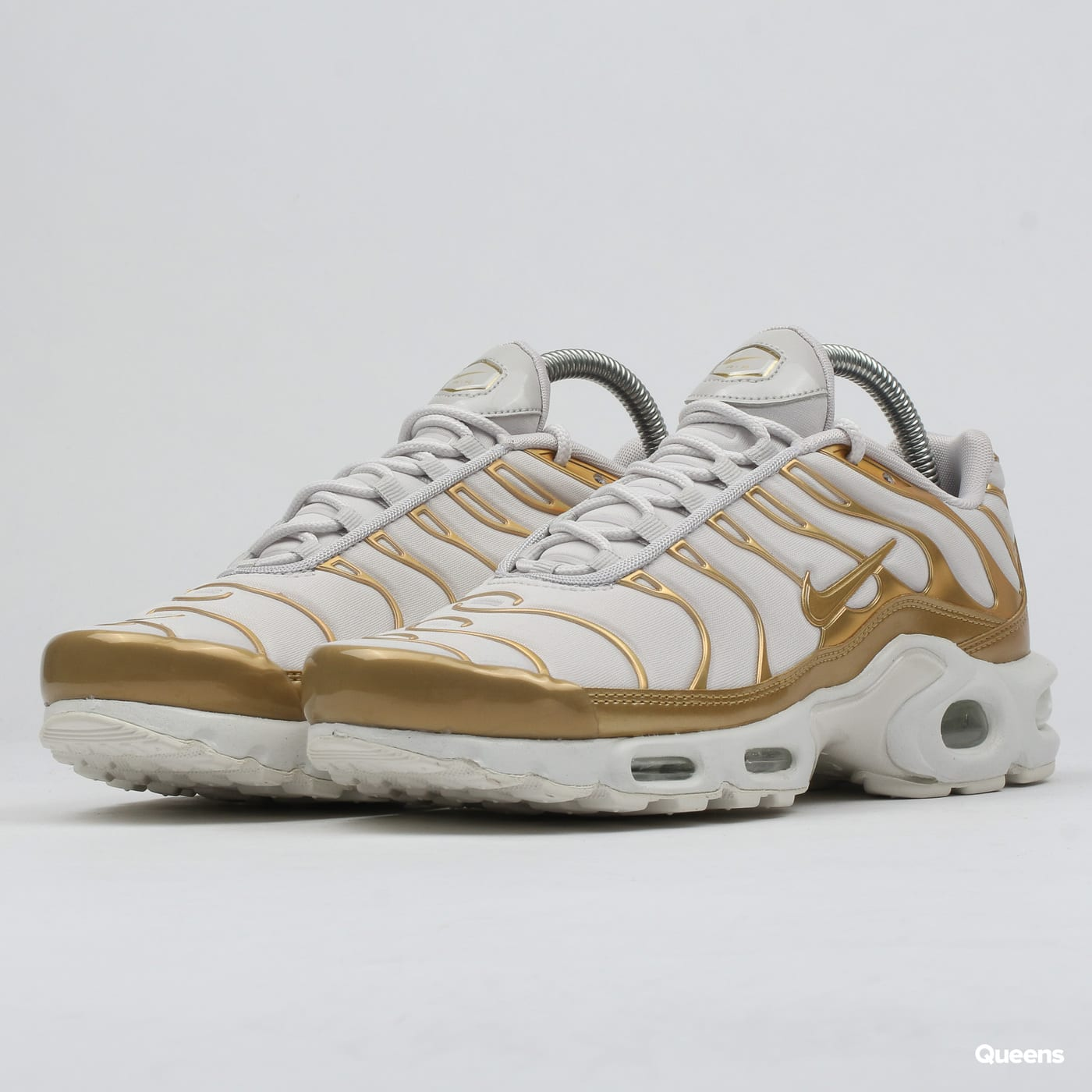 huge selection of ab7b5 a8495 Nike WMNS Air Max Plus vast grey / metallic gold