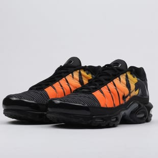 Nike Air Max Plus TN SE black tour yellow total orange