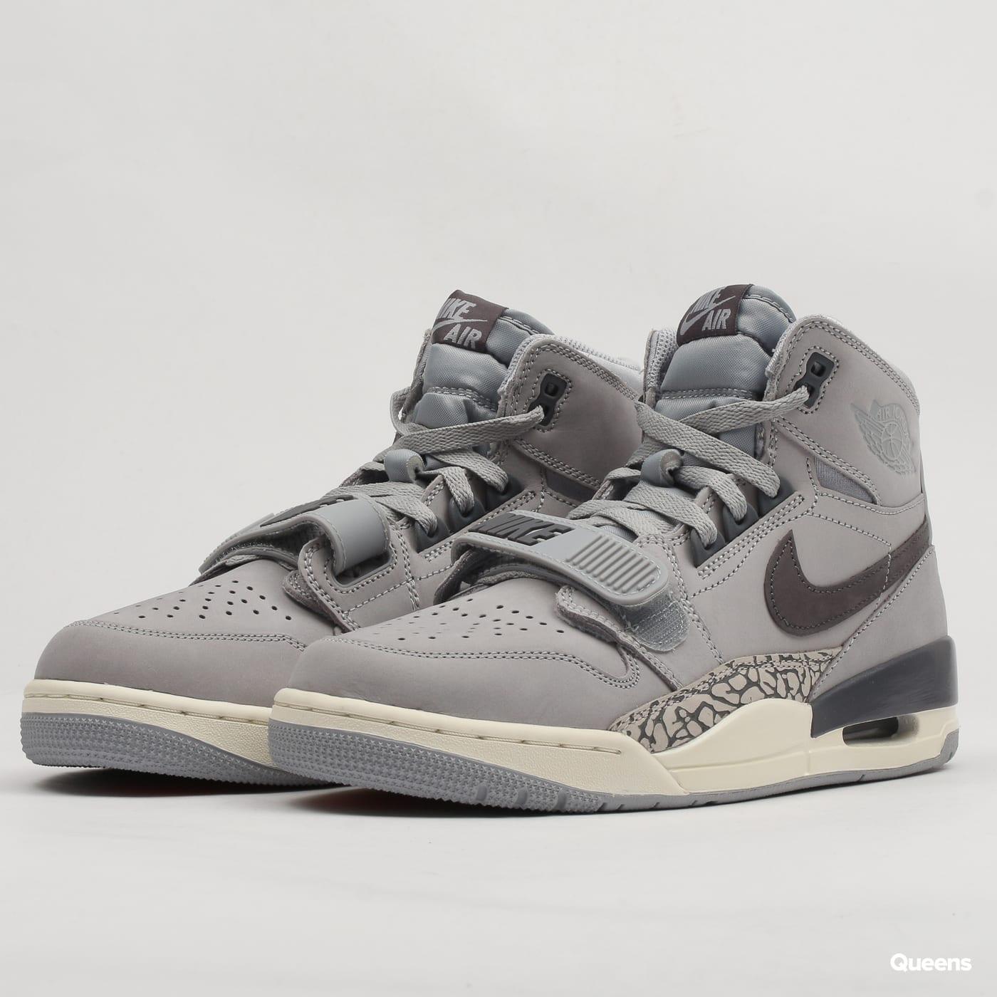 outlet store sale 7f739 29f5d Sneakers Jordan Air Jordan Legacy 312 (AV3922-002)– Queens 💚