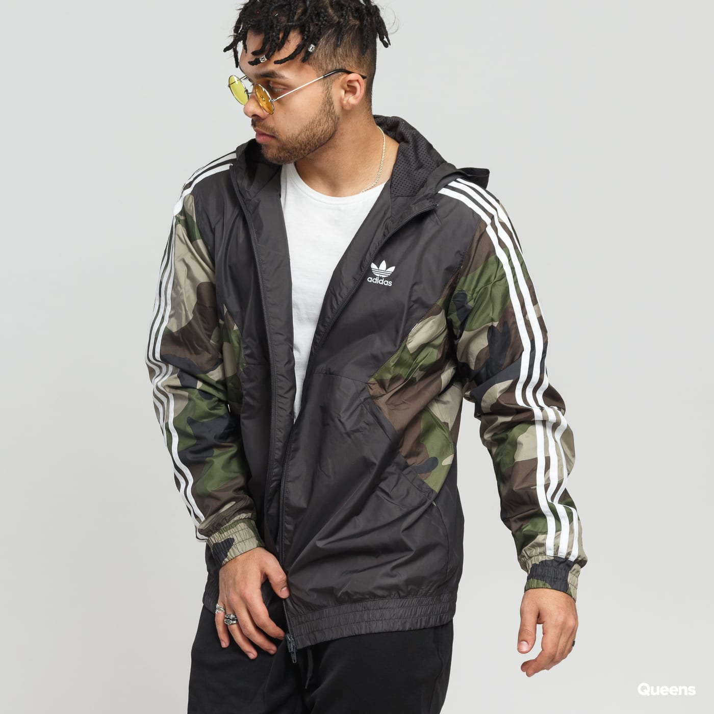 fa6b608db0ed7e Windbreaker adidas Originals Camo Windbreaker black / camo green (DV2049) –  Queens 💚