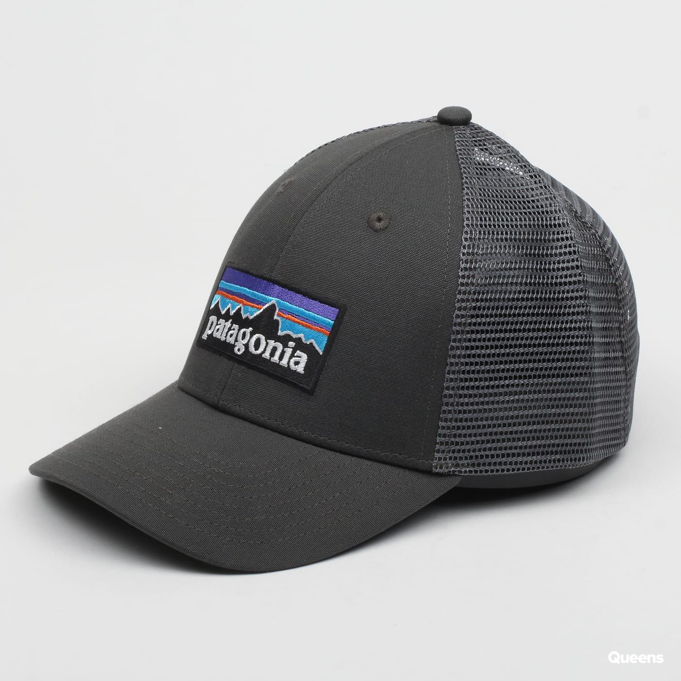 Patagonia P6 LoPro Trucker Hat tmavošedá