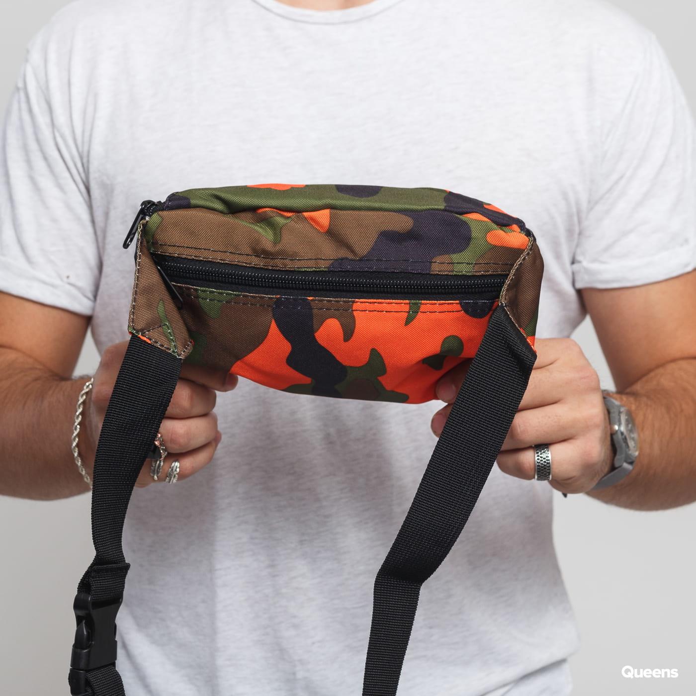 Urban Classics Camo Hip Bag camo zelená / oranžová