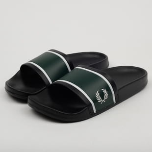FRED PERRY Slider Debossed Print