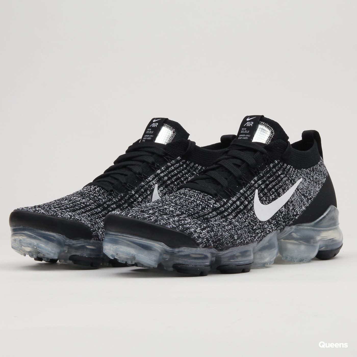 Nike Air Vapormax Flyknit 3 black / white - metallic silver