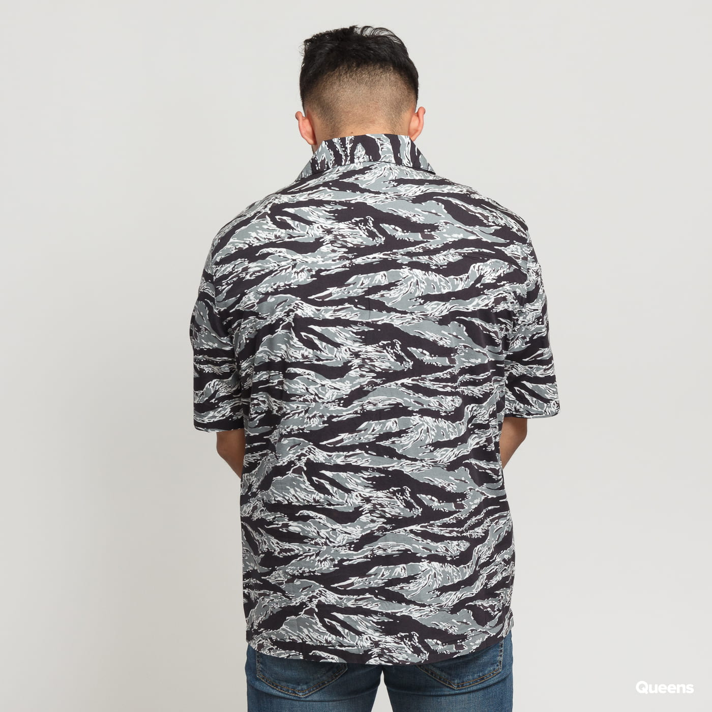Urban Classics Pattern Resort Shirt grau / schwarz / weiß