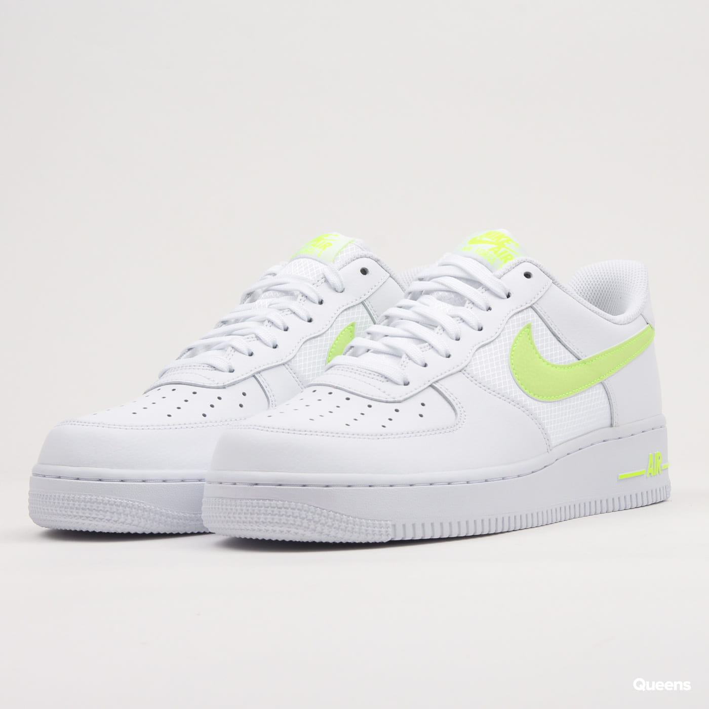 Nike Air Force 1 '07 LV8 white / volt