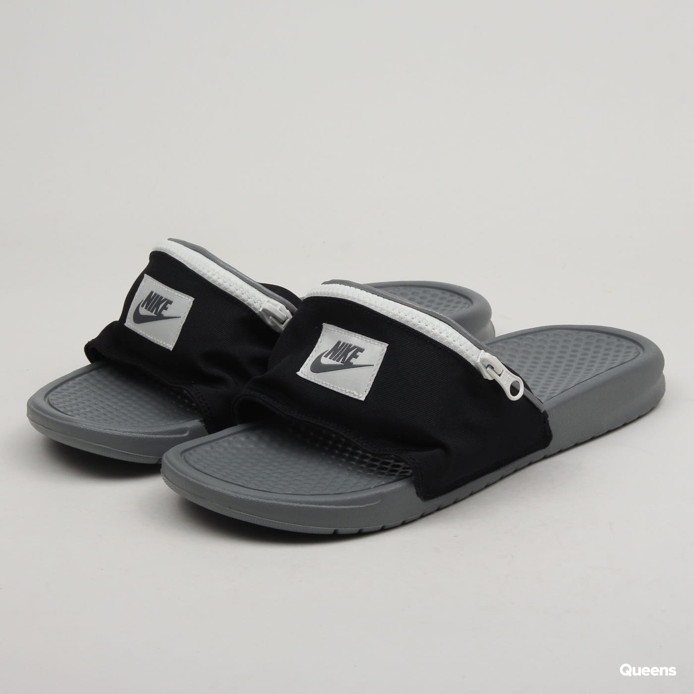 mejor lugar para reunirse mejores telas Slippers Nike Benassi JDI Fanny Pack black / cool grey - summit ...