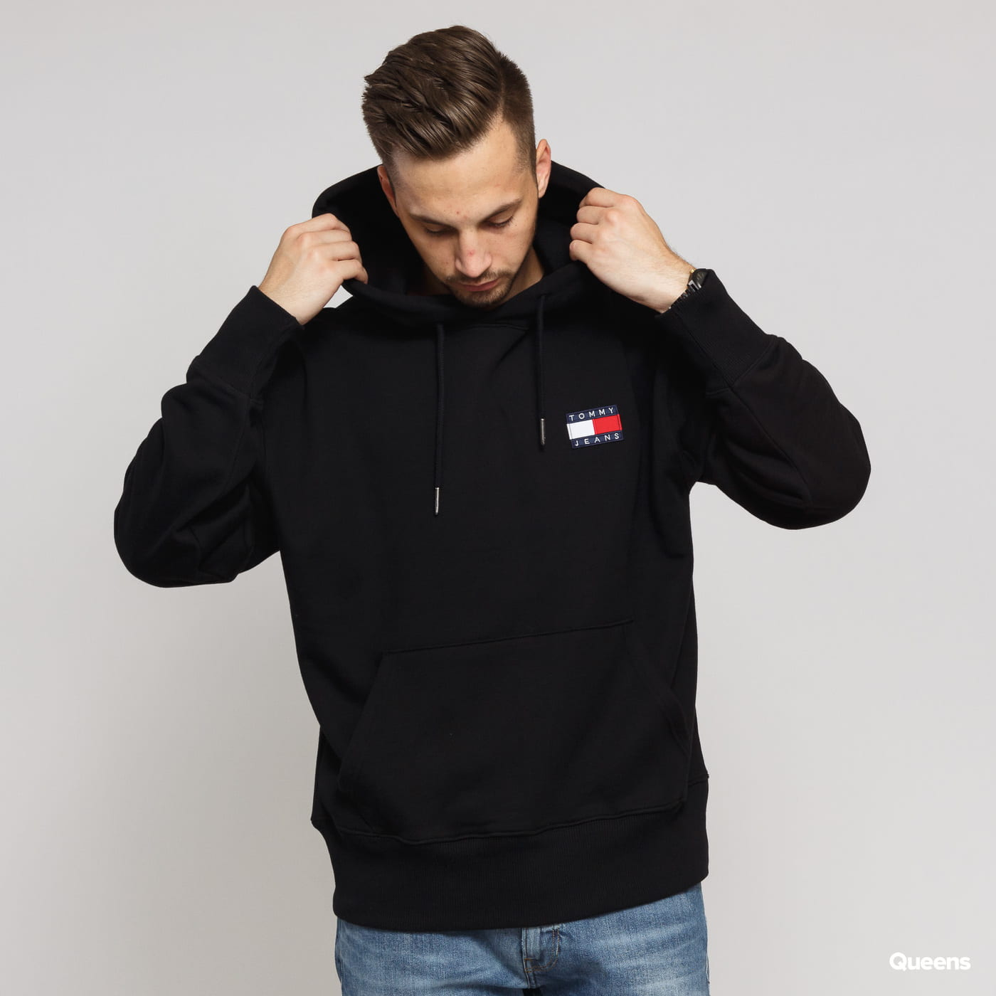 TOMMY JEANS M Tommy Badge Hoodie black