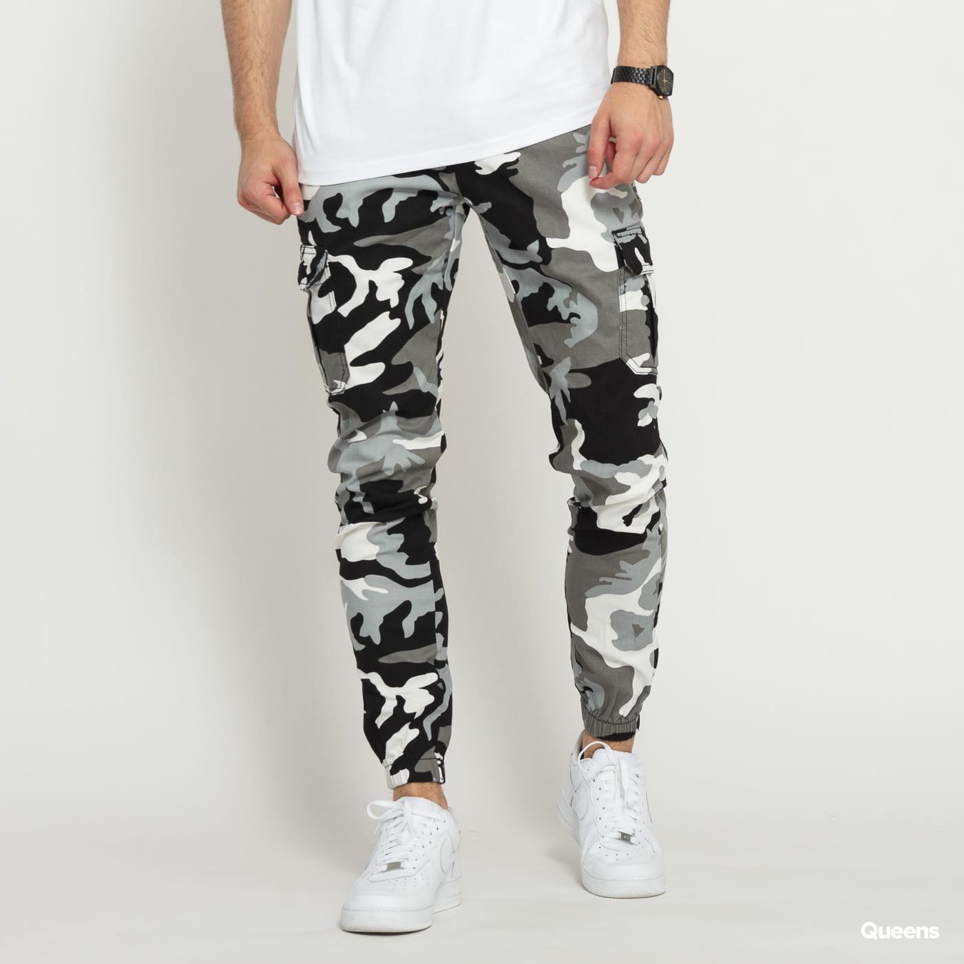 Urban Classics Camo Cargo Jogging Pants 2.0 camo šedé / biele / čierne