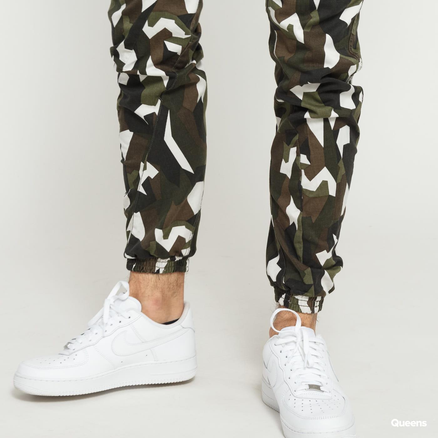 Urban Classics Geometric Camo Stretch Twill Cargo Pants camo green / white