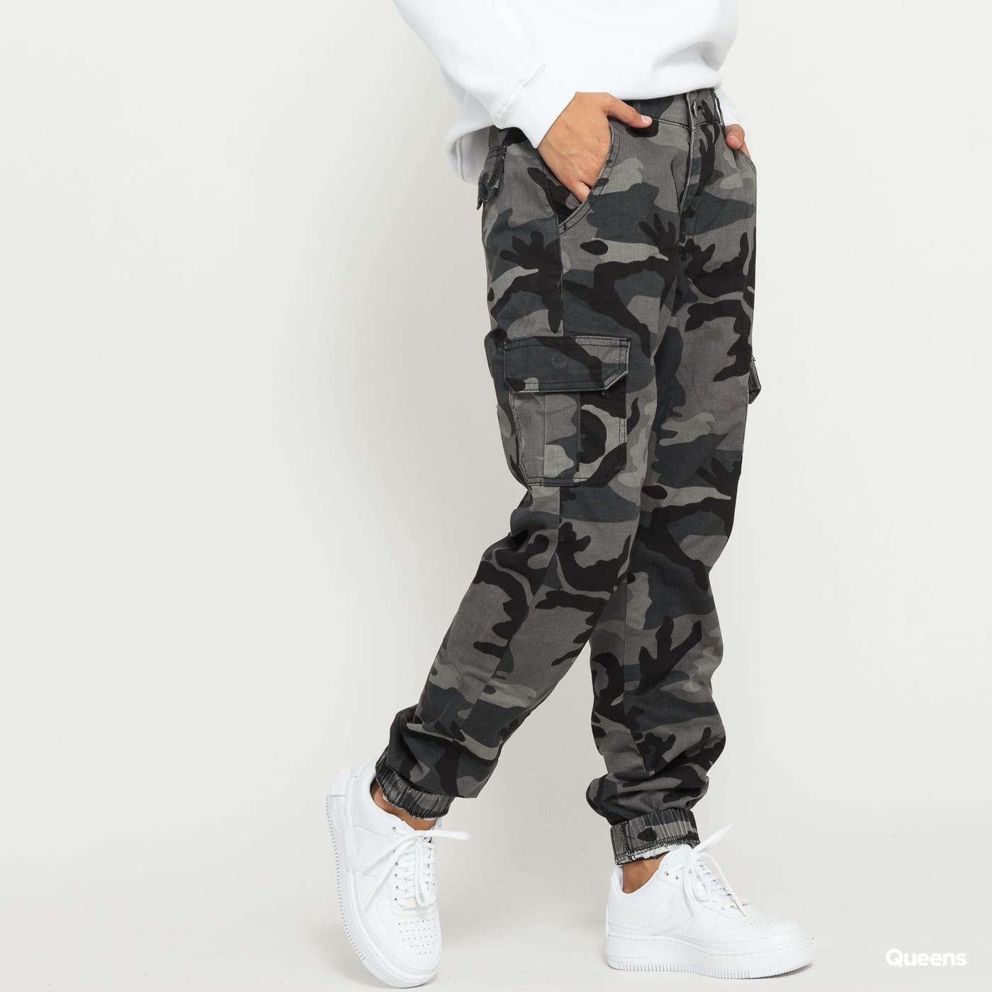Urban Classics Ladies High Waist Camo Cargo Pants camo tmavošedé
