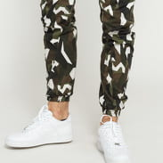 Urban Classics Geometric Camo Stretch Twill Cargo Pants camo zelené / bílé
