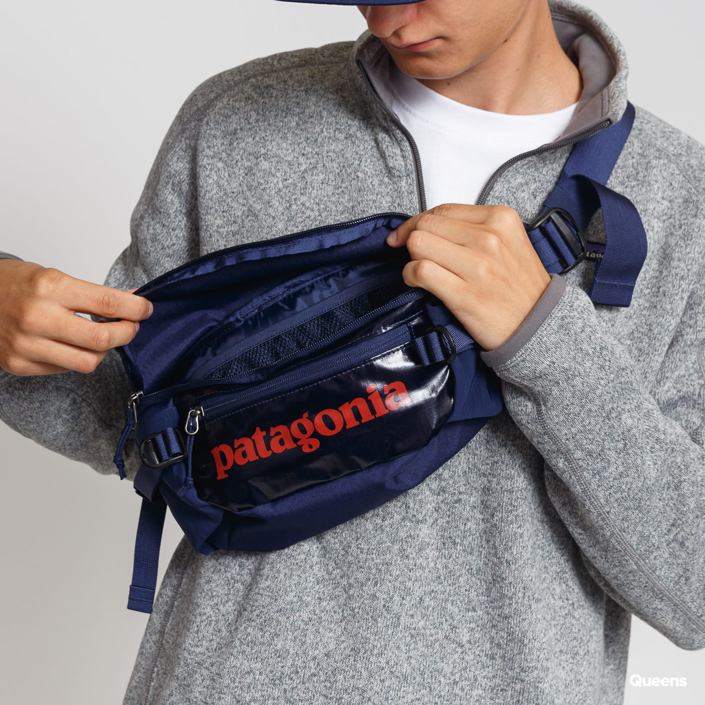 Patagonia Black Hole Waist Pack 5L navy / červená