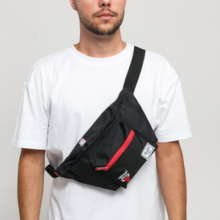 The Herschel Supply CO. Seventeen Hip Pack NBA Chicago Bulls