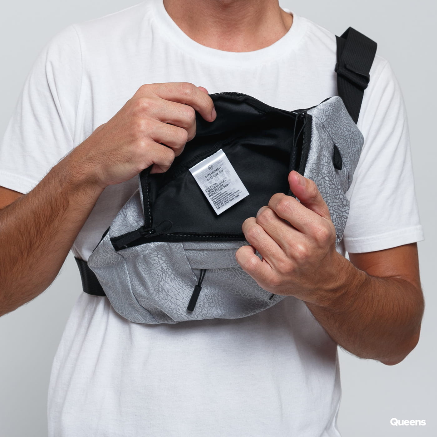 Jordan Ele Jacquard Crossbody Bag grau / schwarz