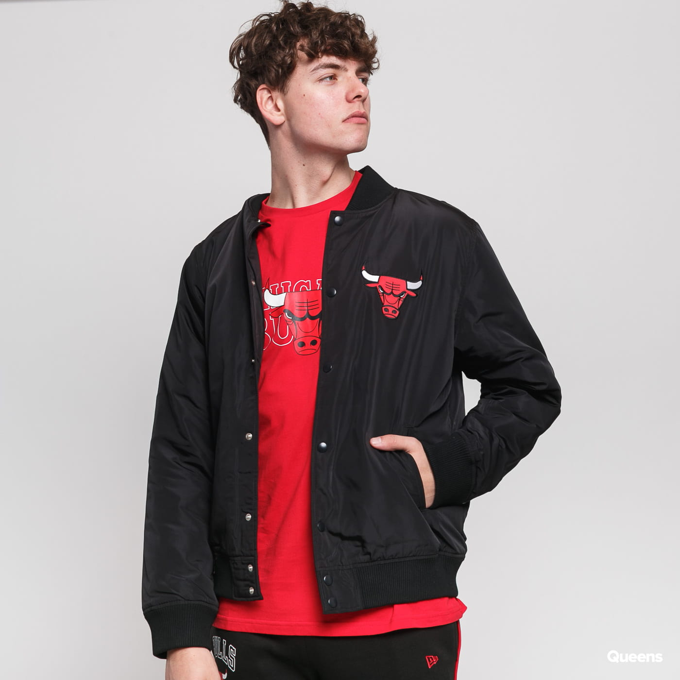 New Era NBA Team Logo Jacket Chicago Bulls čierna