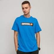Nike M NSW Tee Swoosh BMPR STKR modré