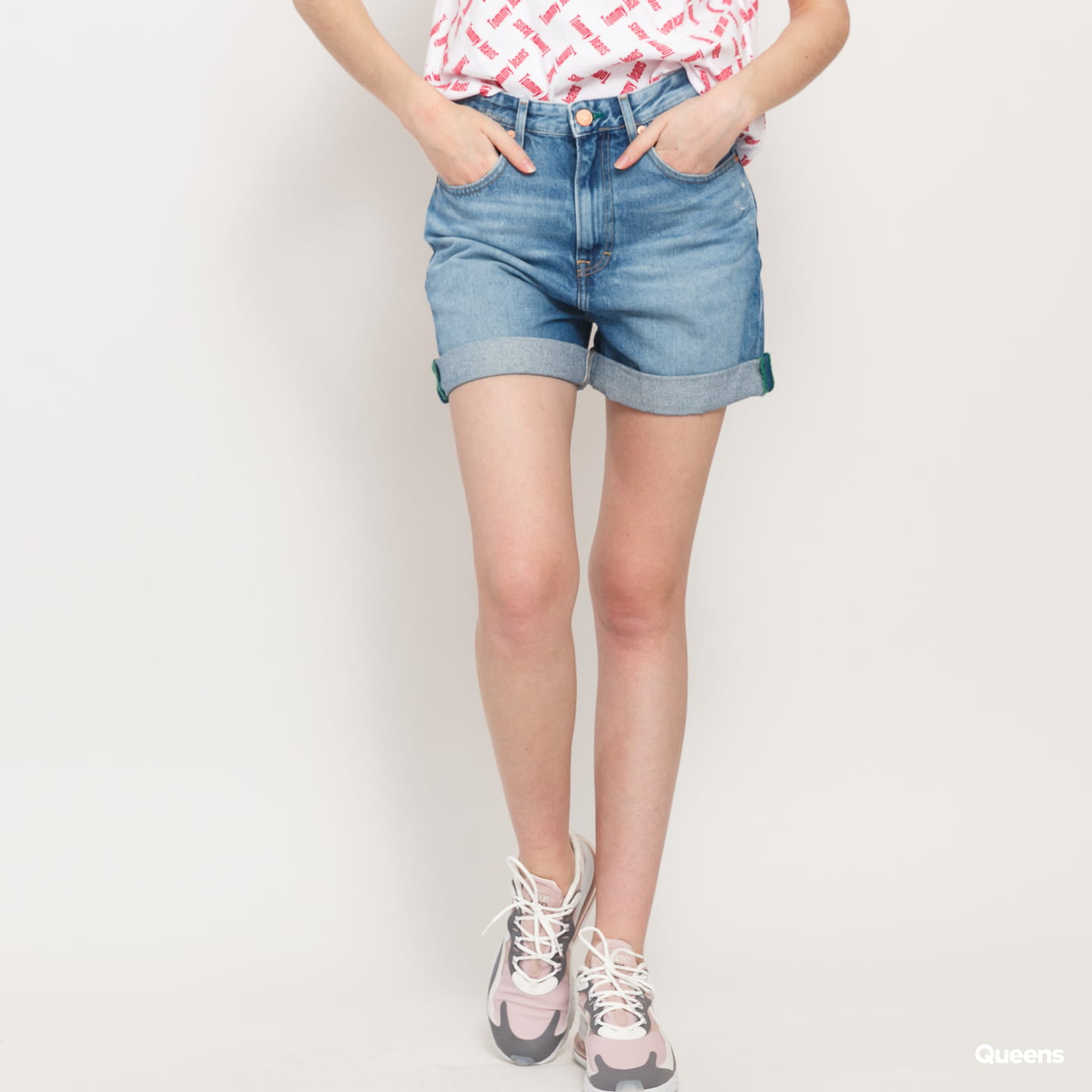 TOMMY JEANS W High Rise Mom Short save 20 lt bl rig