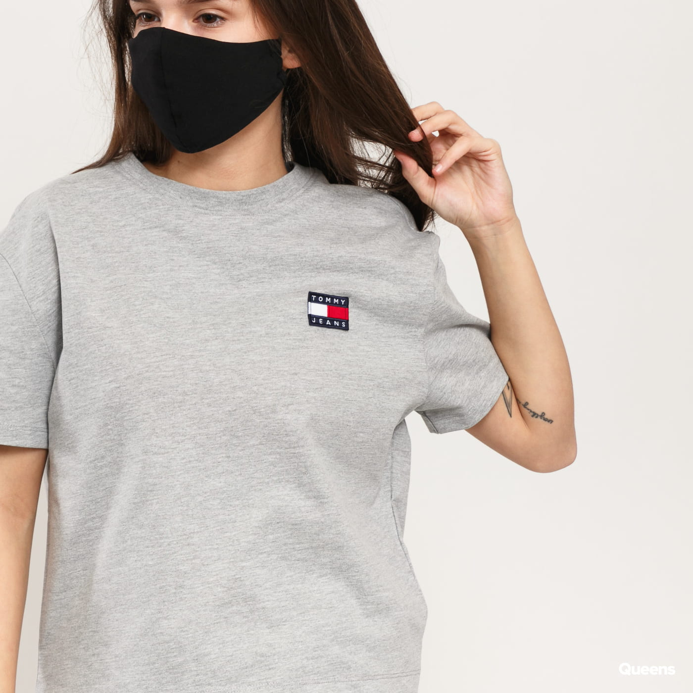 TOMMY JEANS W Tommy Badge Tee melange gray
