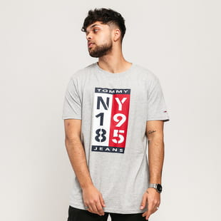 TOMMY JEANS M 1985 Vertical Logo Tee
