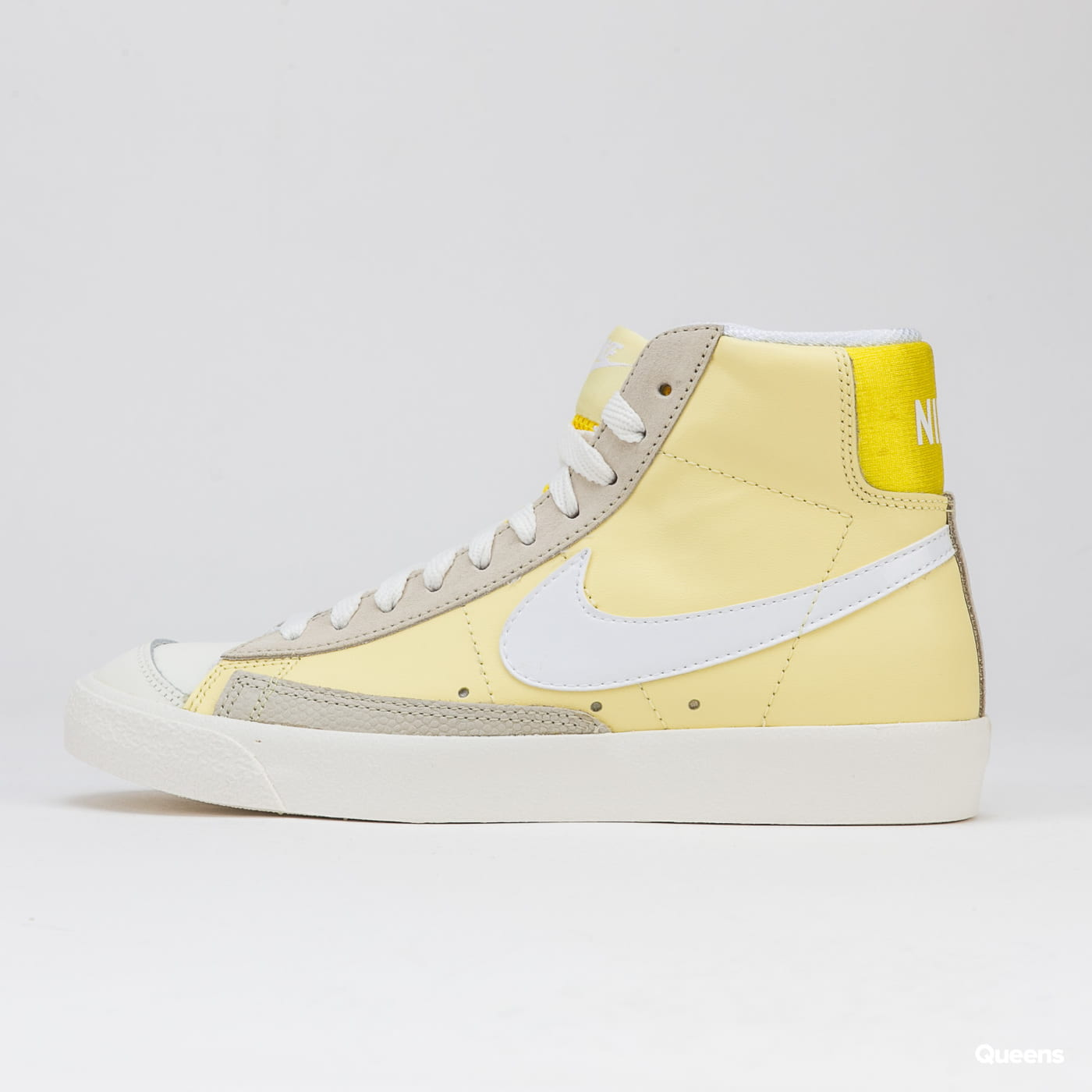 Nike WMNS Blazer Mid '77 bicykle yellow / white