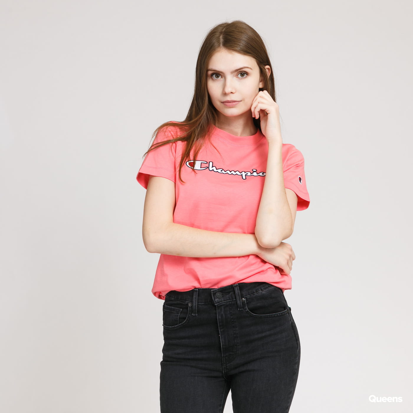 Champion A pink ladies' t-shirt from Champion with chest and sleeve logos.Size L pictured.The model is 175 cm tall and weighs 52 kg. pink
