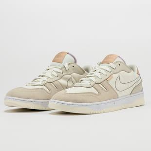 Nike Squash - Type