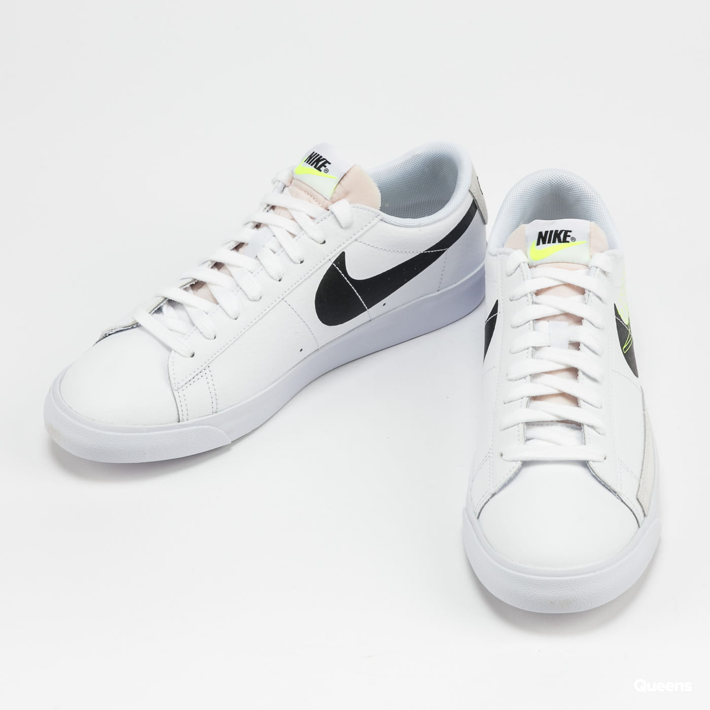 Nike Blazer Low white / black - volt - summit white