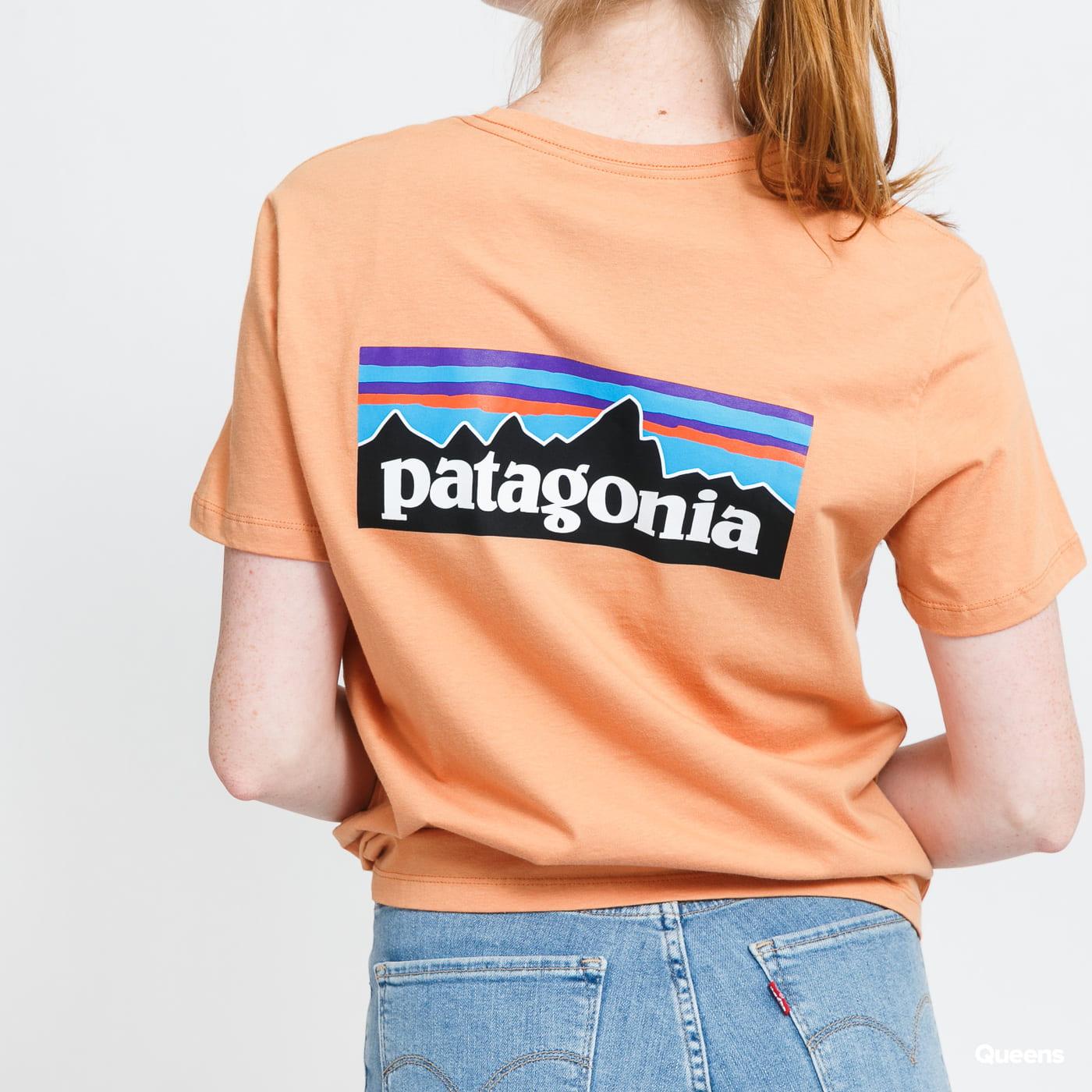 Patagonia W's P-6 Logo Organic Crew Tee orange