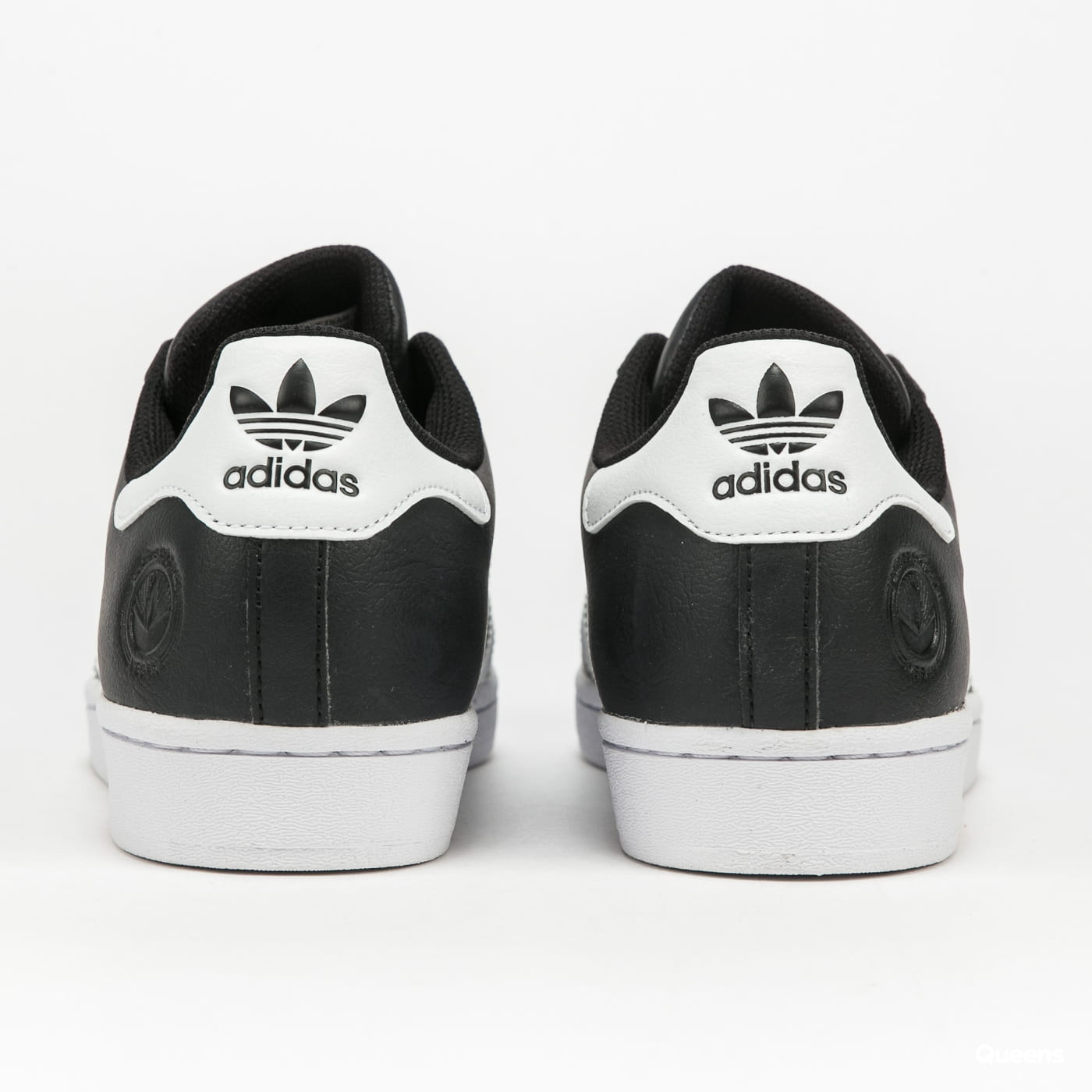 adidas Originals Superstar Vegan cblack / ftwwht / goldmt