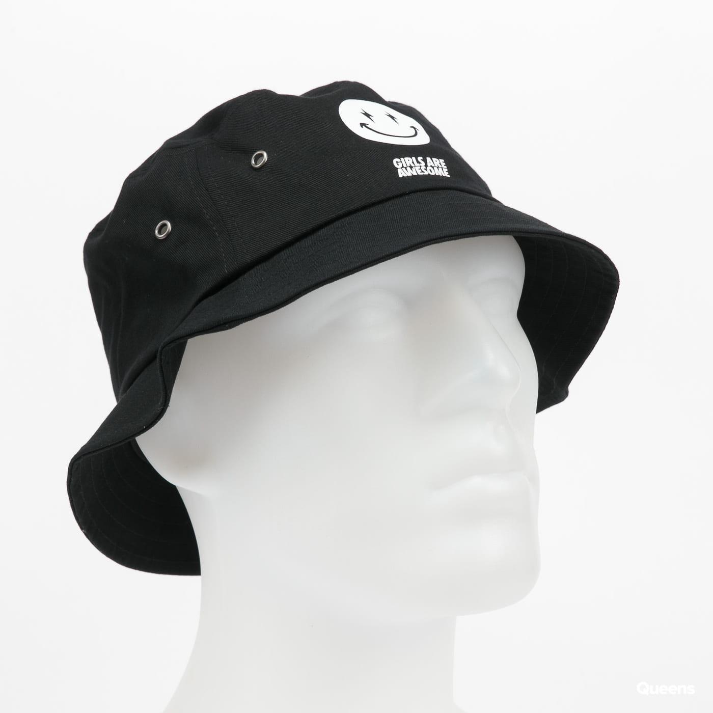 Girls Are Awesome AK Smiley Bucket Hat černý
