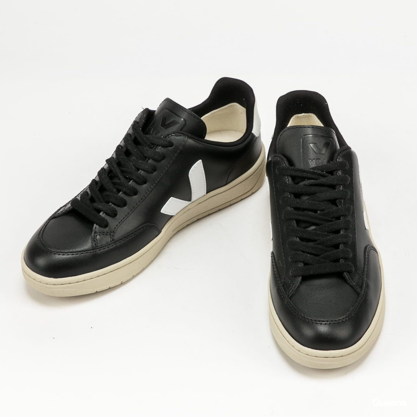 VEJA V-12 Leather black_white