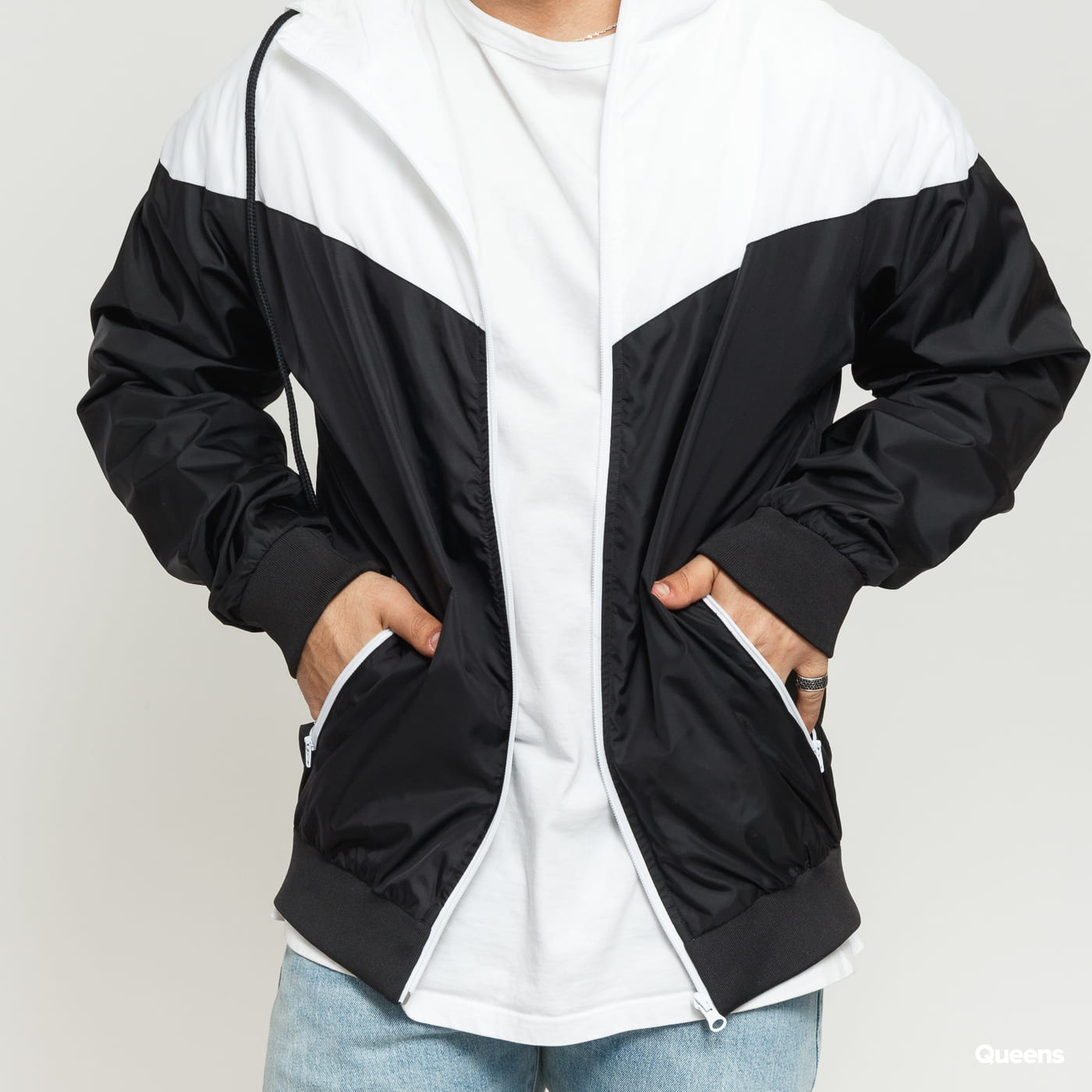 Urban Classics Arrow Windrunner black / white